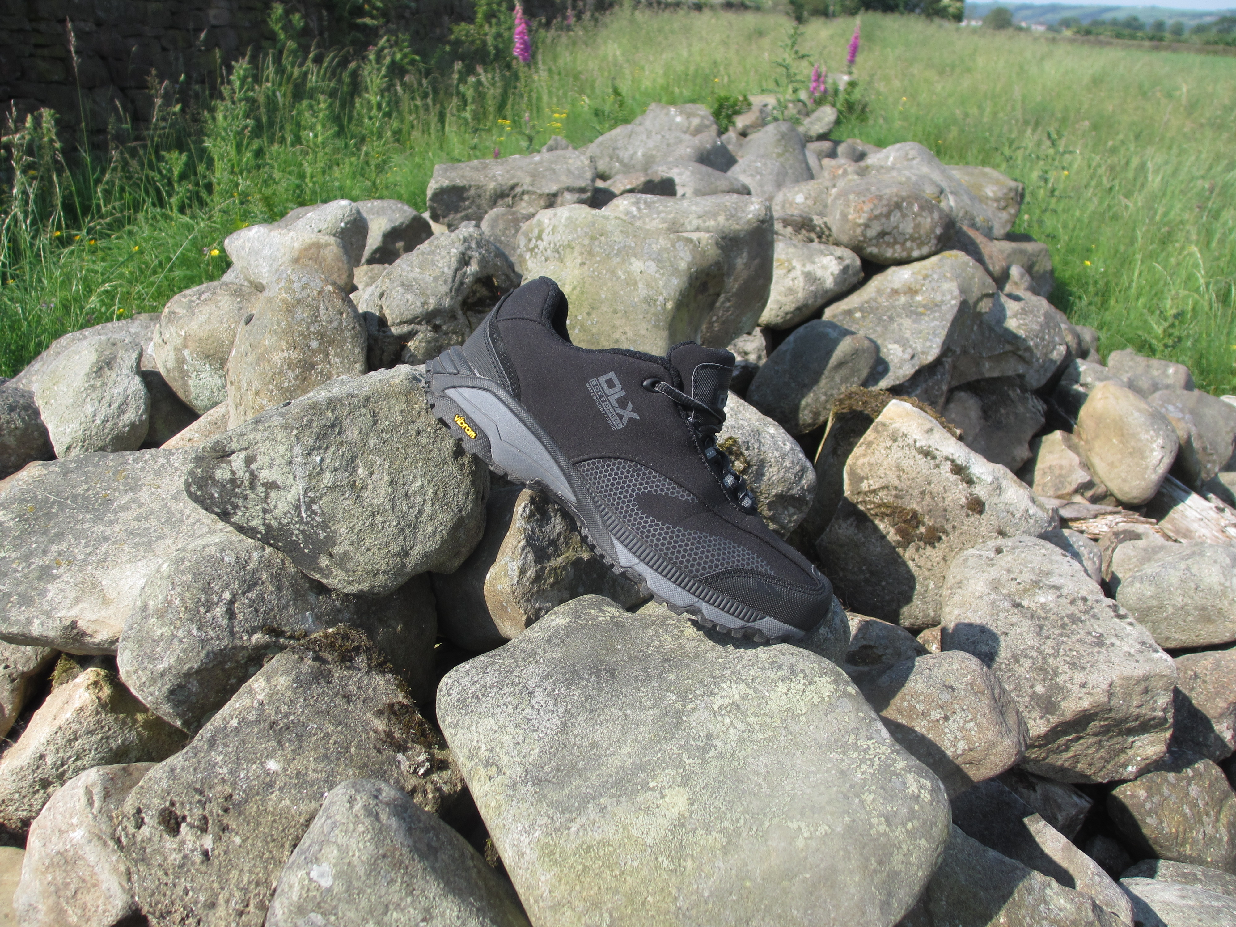DLX trail shoe on rock